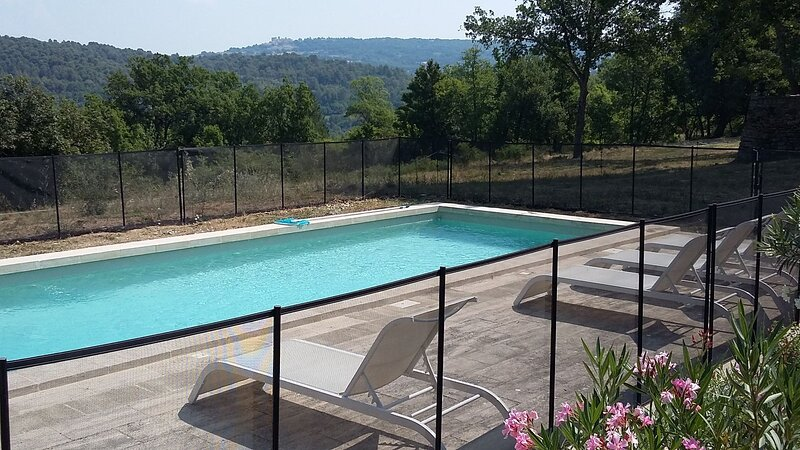 Amazing villa with swimming-pool, holiday rental in Caseneuve