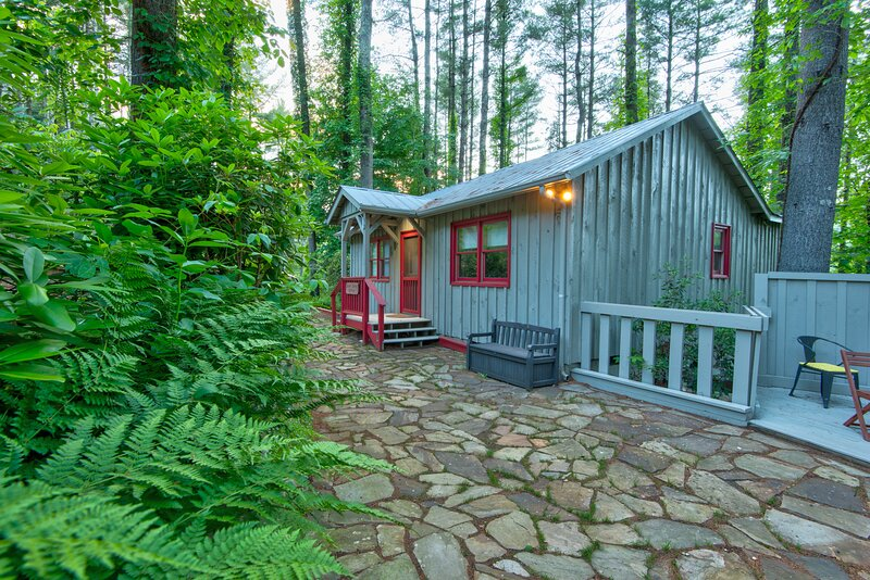 Maple Spring Cabin at Heritage Hill, vacation rental in Valle Crucis