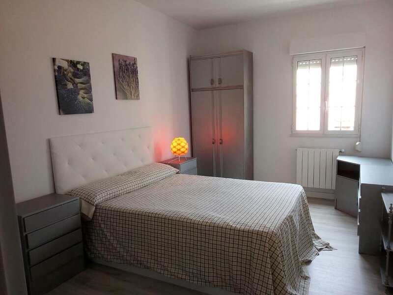 Santander, Puerto Chico, 10 minutes walking from the beach and the City center., holiday rental in Santander