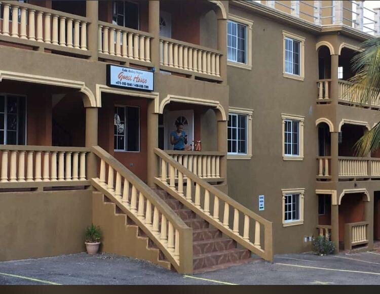 ColeBailey Manor Guest House, alquiler vacacional en Mandeville