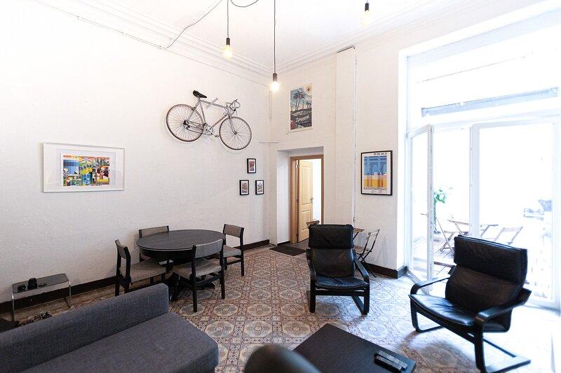 Luminous Flat / Courtyard / central, holiday rental in Saint-Jans-Molenbeek