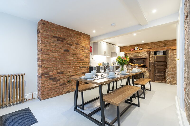 Beautifully newly renovated spacious central 4/5 bed townhouse., location de vacances à Brighton and Hove