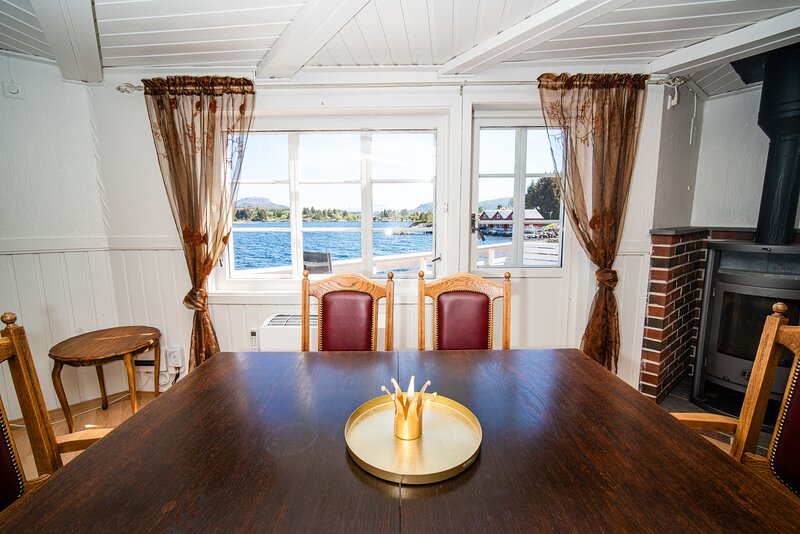 Drømmebrygga; Charming fishing dock at the Atlantic Ocean Road, casa vacanza a Møre og Romsdal