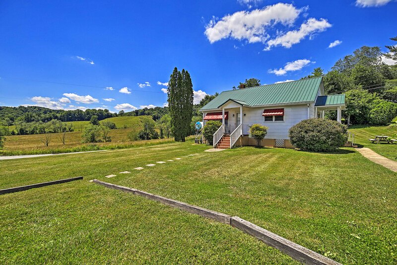 NEW! Scenic Countryside Cottage 3 Mi to New River!, casa vacanza a Independence