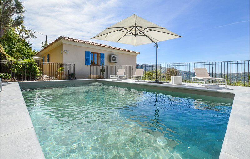Nice home in Nessa with WiFi and 4 Bedrooms (FKO350), location de vacances à Ville-di-Paraso