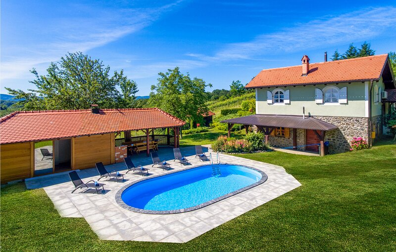 Amazing home in Jalzabet with Outdoor swimming pool, WiFi and 3 Bedrooms (CCC074, holiday rental in Varazdin County