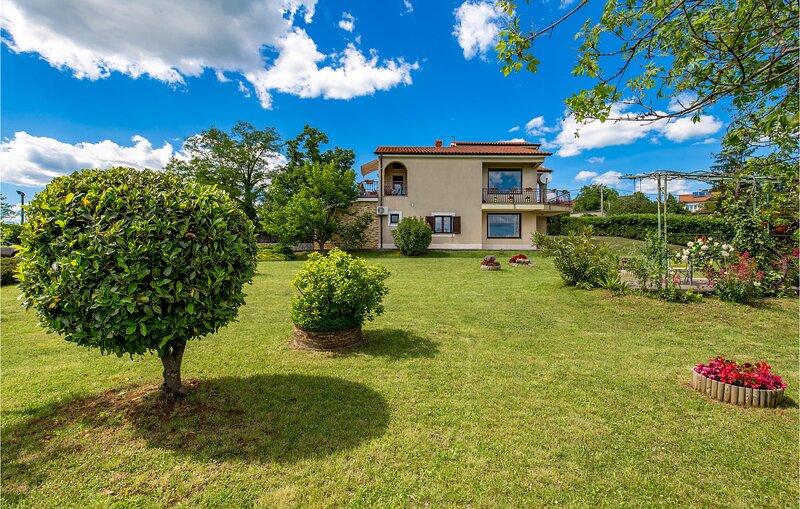 Amazing apartment in Marinici with WiFi and 1 Bedrooms (CKO088), alquiler de vacaciones en Marinići