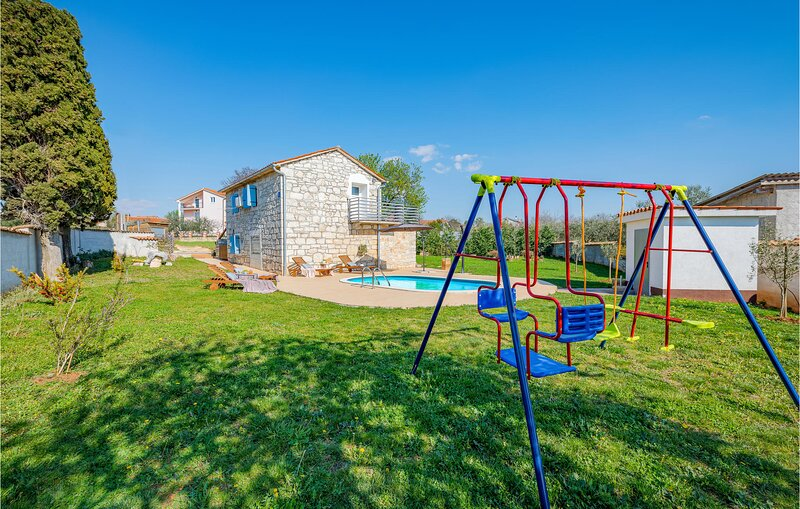 Awesome home in Labinci with Outdoor swimming pool and 2 Bedrooms (CIE939), holiday rental in Roskici