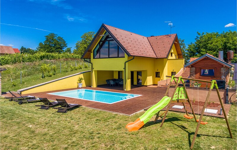 Stunning home in Selnica with Sauna, Heated swimming pool and 2 Bedrooms (CCC161, vacation rental in Bazakerettye