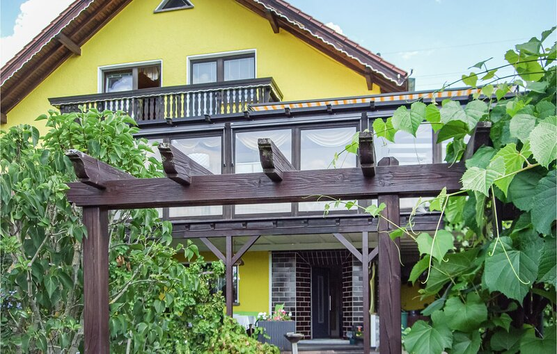 Awesome home in Wasungen with WiFi and 2 Bedrooms (DTH127), vacation rental in Struth-Helmershof