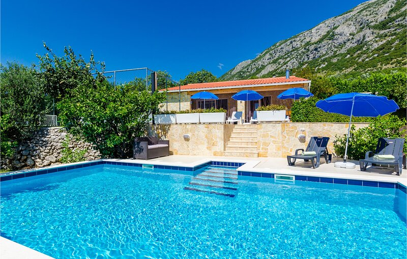 Stunning home in Dubravka with WiFi and 3 Bedrooms (CDD421), location de vacances à Dubravka