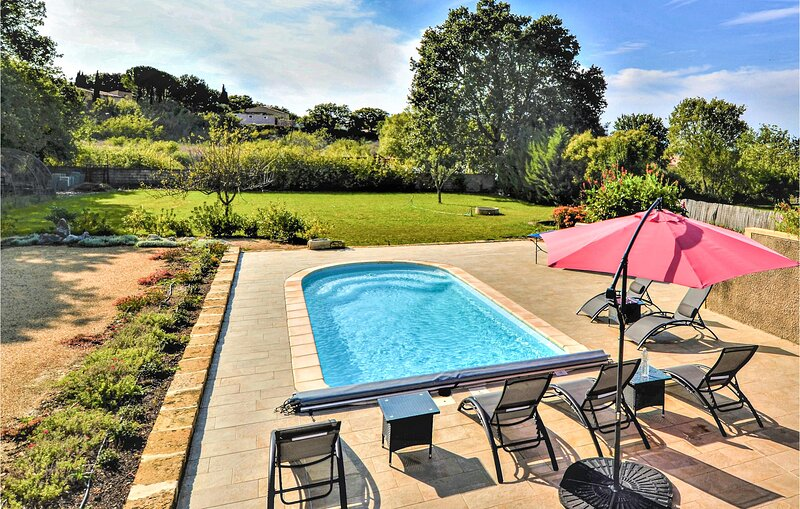 Amazing home in Aubarne Sant.Anastasie with WiFi, 3 Bedrooms and Outdoor swimmin, holiday rental in Dions