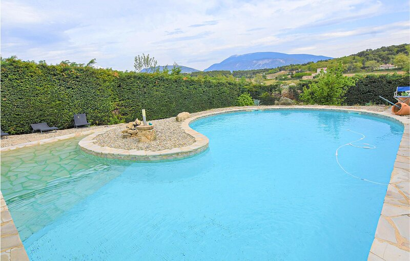 Beautiful home in Faucon with Outdoor swimming pool, Heated swimming pool and 6, holiday rental in Puymeras