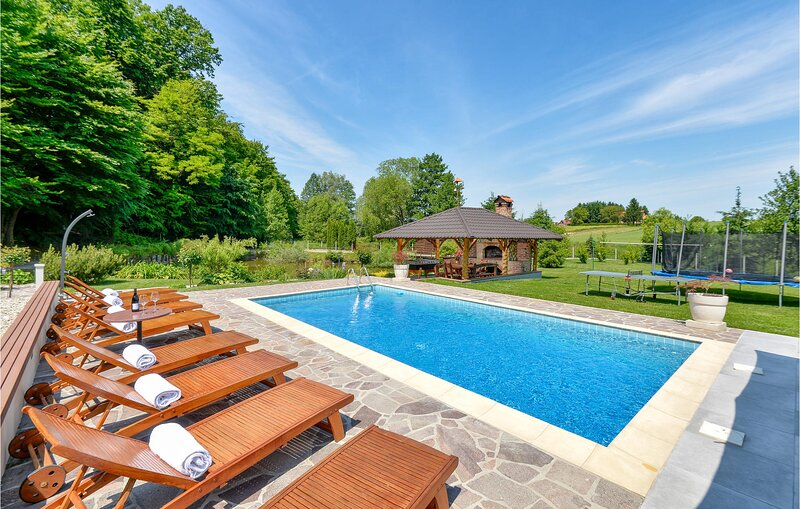 Awesome home in Kelemen with WiFi, 3 Bedrooms and Outdoor swimming pool (CCC062), holiday rental in Varazdin County