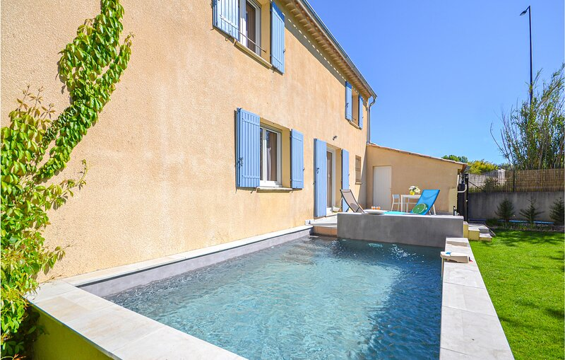 Nice home in Loriol du Comtat with WiFi and 3 Bedrooms (FPV579), holiday rental in Loriol-du-Comtat