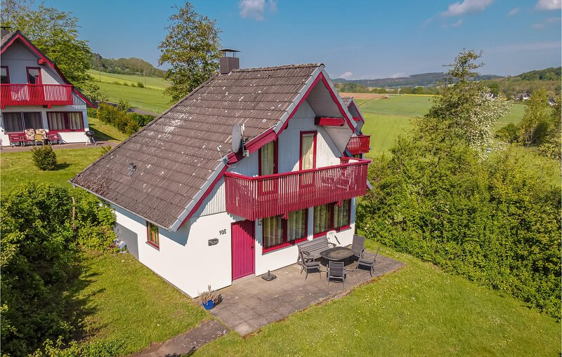 Amazing home in Kirchheim/Hessen with 3 Bedrooms (DHE134), holiday rental in Schlitz
