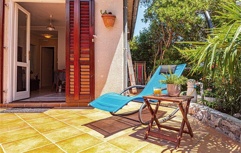 Stunning home in Sibenik with 2 Bedrooms (CDV502), holiday rental in Jadrija