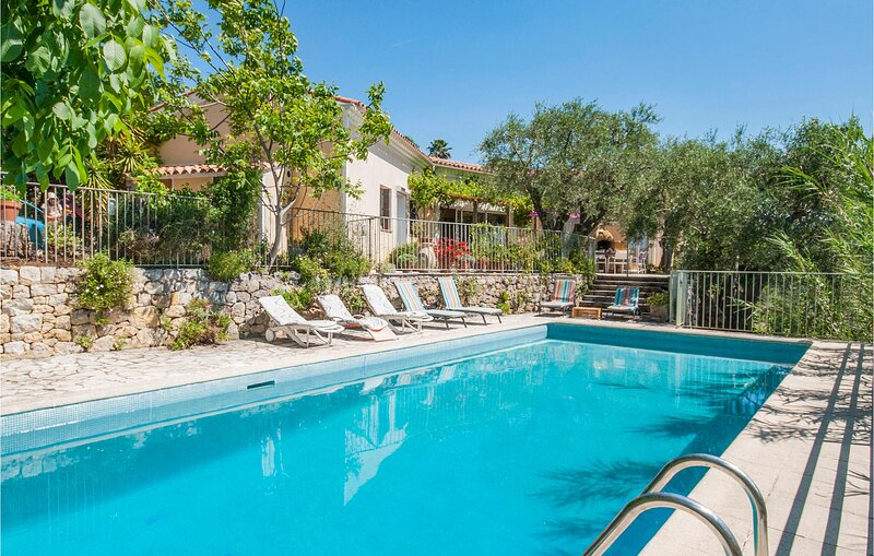 Beautiful home in Speracedes with WiFi and 3 Bedrooms (FCA182), holiday rental in Speracedes