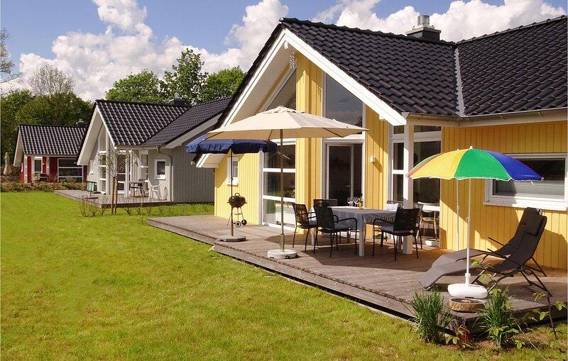 Nice home in Krems II/Warderbrück with Sauna and 3 Bedrooms (DSH005), Ferienwohnung in Großharrie