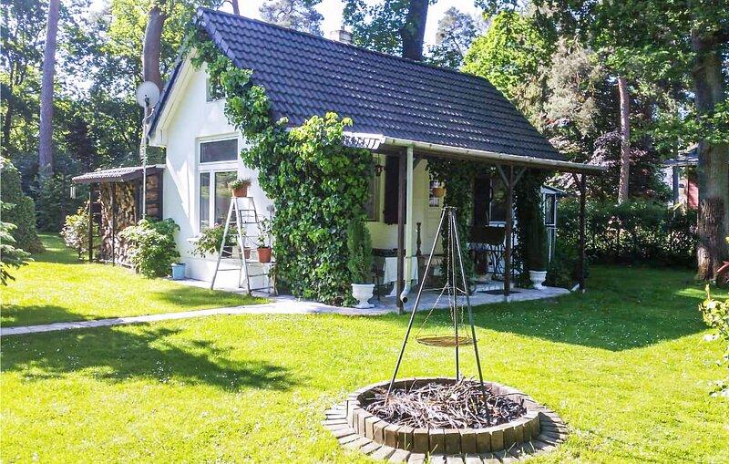 Nice home in Schönwalde with 2 Bedrooms (DBB321), holiday rental in Oranienburg