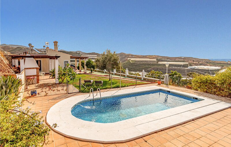 Stunning home in Velez - Malaga with Outdoor swimming pool, Outdoor swimming poo, holiday rental in Carraspite