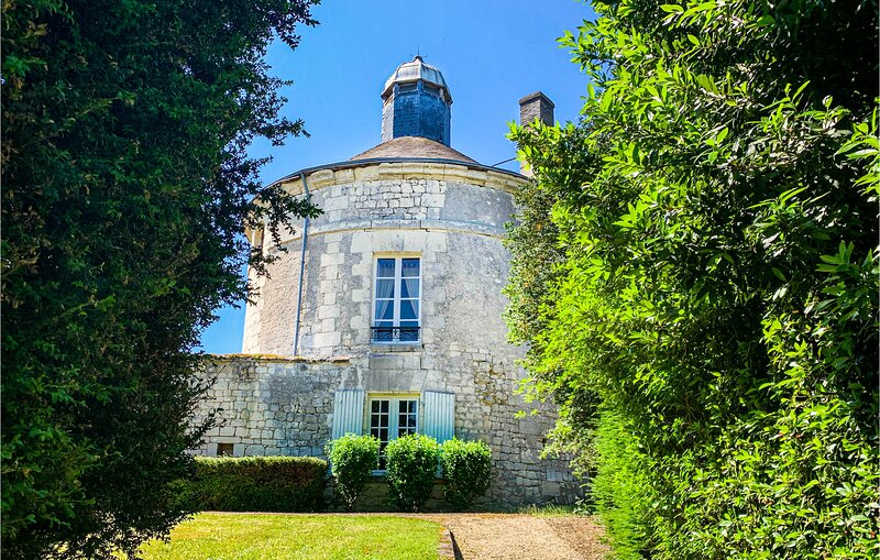 Awesome home in Chinon with WiFi and 2 Bedrooms (FEI012), vacation rental in Seuilly