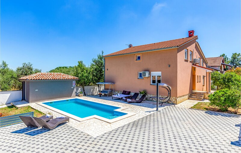 Beautiful home in Pula with WiFi and 3 Bedrooms (CIR229), holiday rental in Skatari