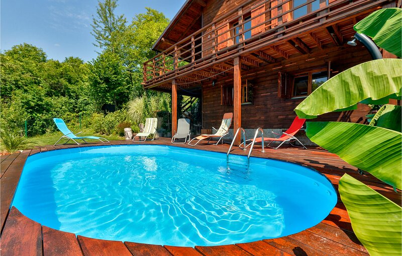 Beautiful home in Trstenik Puscanski with 2 Bedrooms (CCC203), holiday rental in Brestanica