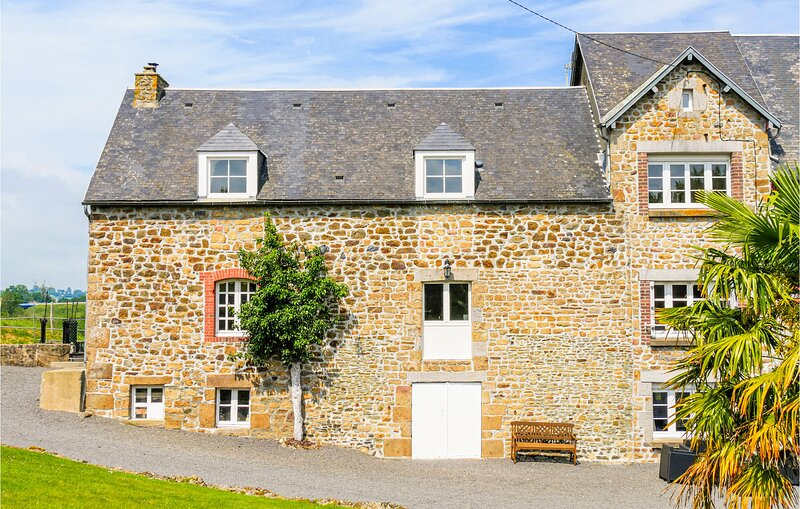 Awesome home in Ponts with WiFi and 2 Bedrooms (FNM399), holiday rental in Le Val-Saint-Pere