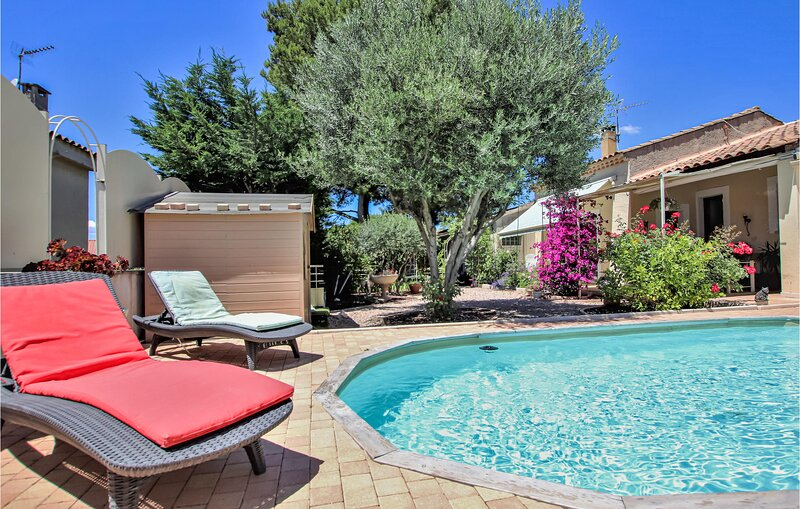 Stunning home in Chateauneuf De Gadagne with 1 Bedrooms (FPV397), holiday rental in Morieres-les-Avignon