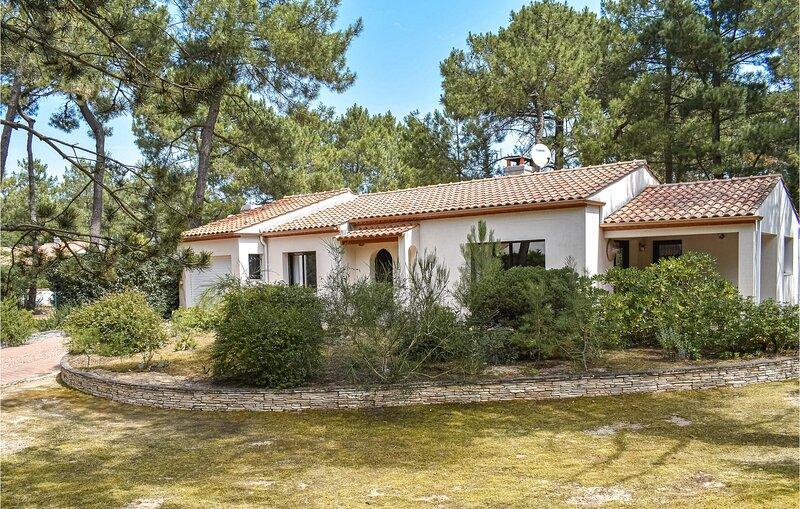 Amazing home in La Faute sur Mer with 2 Bedrooms (FVE237), aluguéis de temporada em L'Aiguillon-sur-Mer