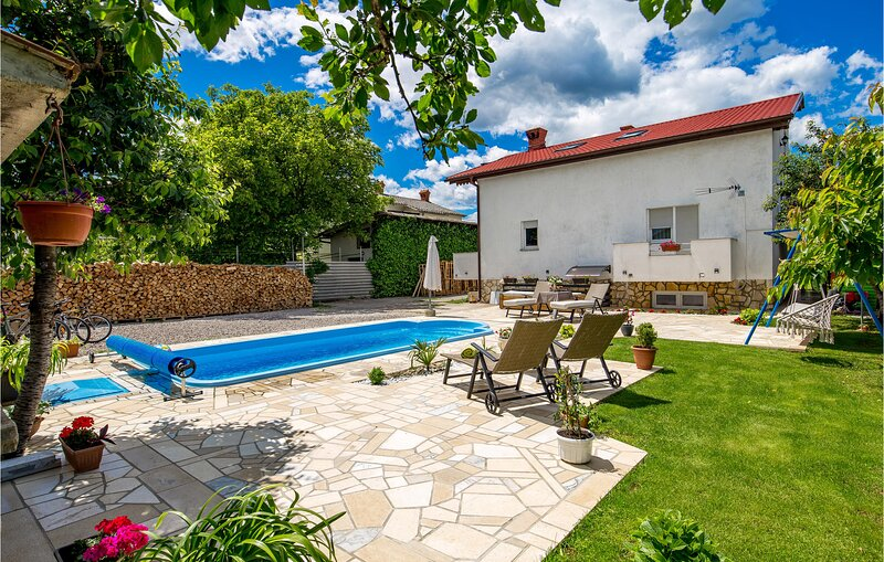 Awesome home in Drazice with WiFi and 2 Bedrooms (CKO959), holiday rental in Soboli