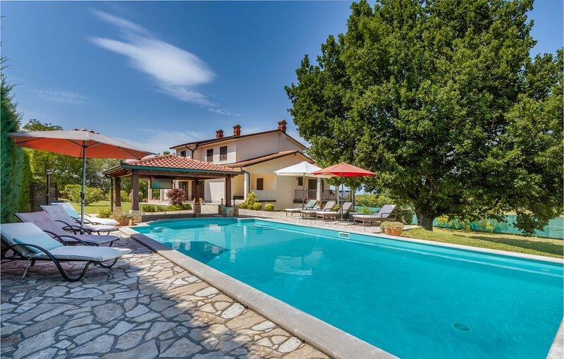 Beautiful home in Krsan with WiFi and 4 Bedrooms (CIK764), casa vacanza a Kozljak