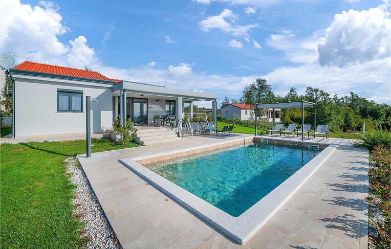 Amazing home in Barban with WiFi and 2 Bedrooms (CIC917), location de vacances à Prhati