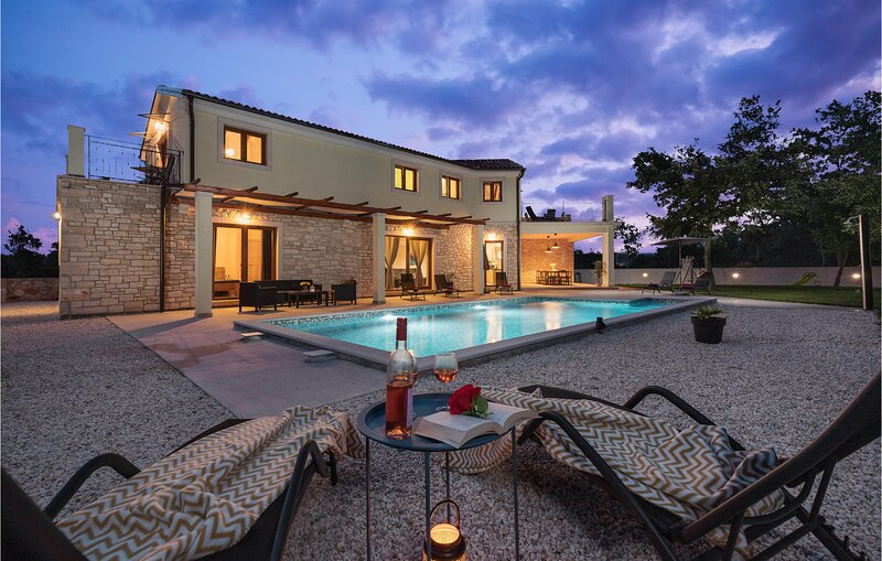 Beautiful home in Bale with Outdoor swimming pool and 4 Bedrooms (CIV697), vacation rental in Bale