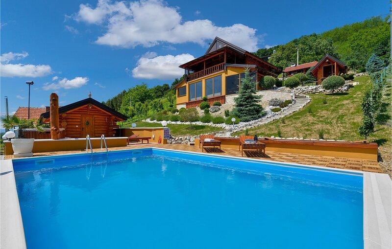 Amazing home in Novi Marof with Jacuzzi, Sauna and 3 Bedrooms (CCC072), location de vacances à Sveti Martin