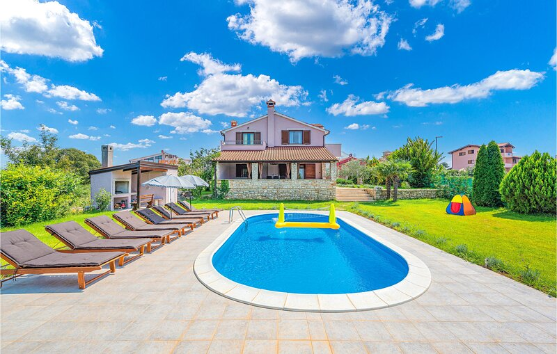 Amazing home in Bale with WiFi and 4 Bedrooms (CIV711), vacation rental in Bale