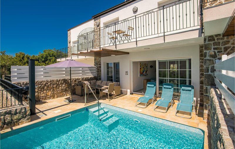Nice home in Kornic with Outdoor swimming pool, Outdoor swimming pool and 3 Bedr, holiday rental in Kornic