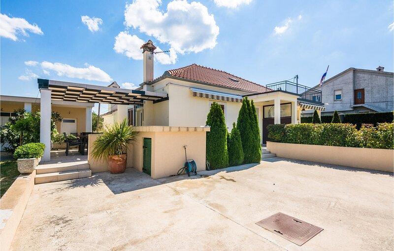 Stunning home in Kozino with WiFi and 1 Bedrooms (CDZ888), alquiler vacacional en Kozino