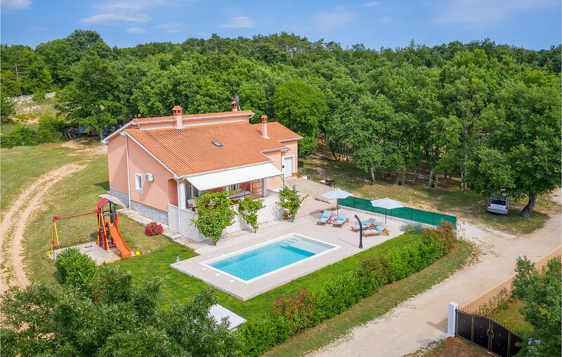 Beautiful home in Tinjan with WiFi and 2 Bedrooms (CIC538), holiday rental in Mofardini