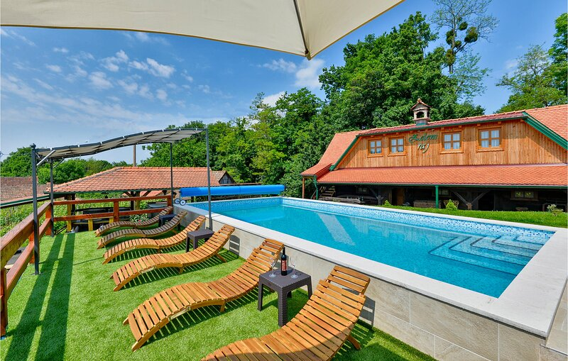 Beautiful home in Klanjec with WiFi, 3 Bedrooms and Outdoor swimming pool (CCC24, holiday rental in Brestanica