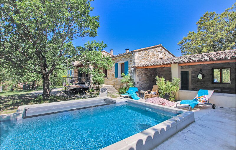 Beautiful home in La Roche St Secret with WiFi, Outdoor swimming pool and 3 Bedr, holiday rental in Bourdeaux