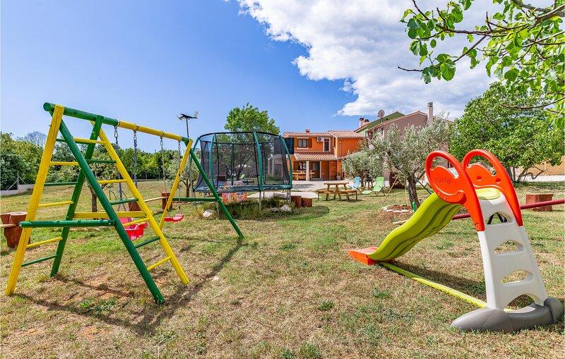 Nice home in Pula with WiFi and 3 Bedrooms (CIZ387), alquiler de vacaciones en Sisan