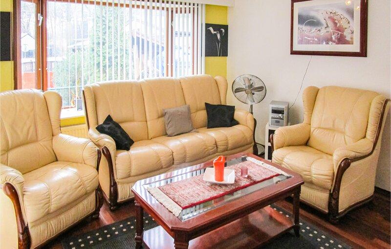 Beautiful home in Lanaken with 2 Bedrooms (BLI021), alquiler vacacional en Rekem