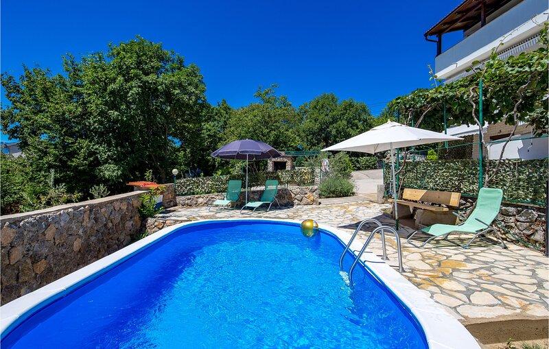Beautiful apartment in Rijeka with 2 Bedrooms (CKO062), alquiler de vacaciones en Marinići