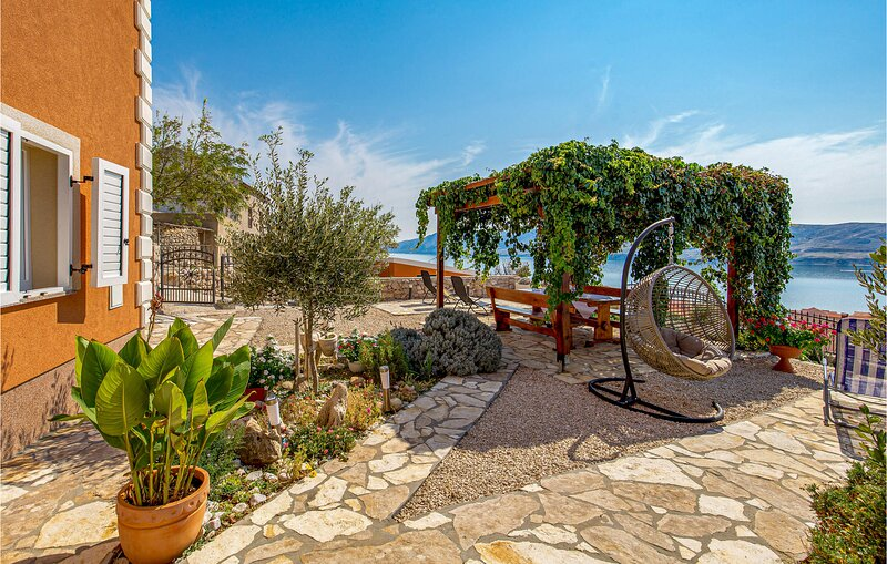 Nice home in Zubovici with WiFi and 2 Bedrooms (CKP598), casa vacanza a Zubovici