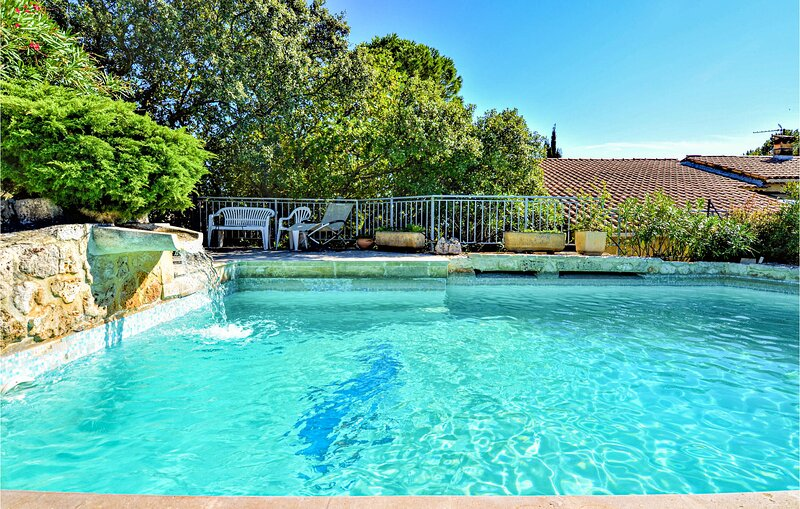 Awesome home in La Garde Adhémar with Outdoor swimming pool, WiFi and Outdoor s, location de vacances à Valaurie