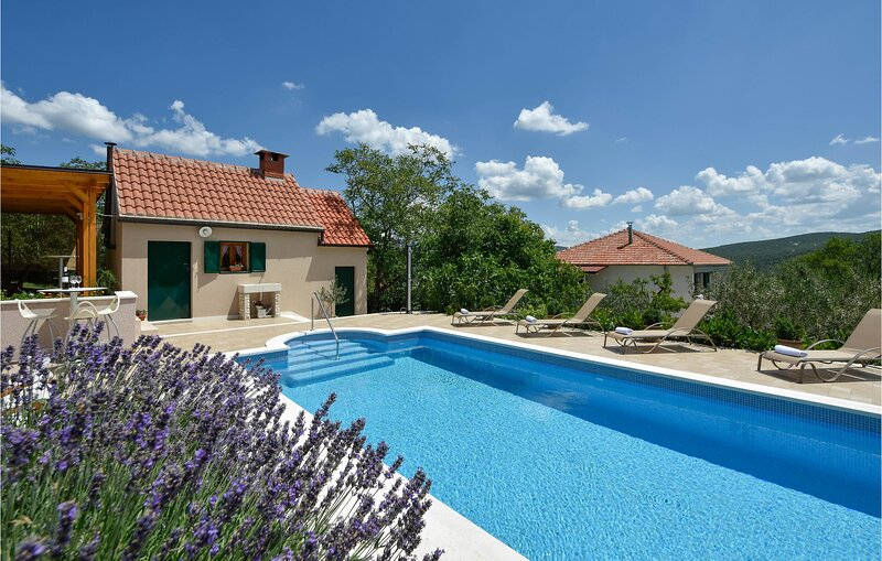 Nice home in Muc with Outdoor swimming pool and 4 Bedrooms (CDC283), holiday rental in Radunic