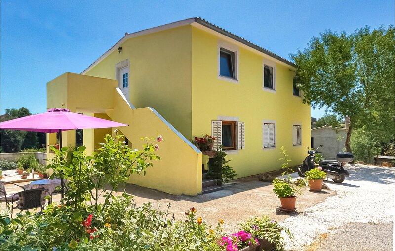 Awesome home in Marcana with WiFi and 3 Bedrooms (CIC652), holiday rental in Loborika