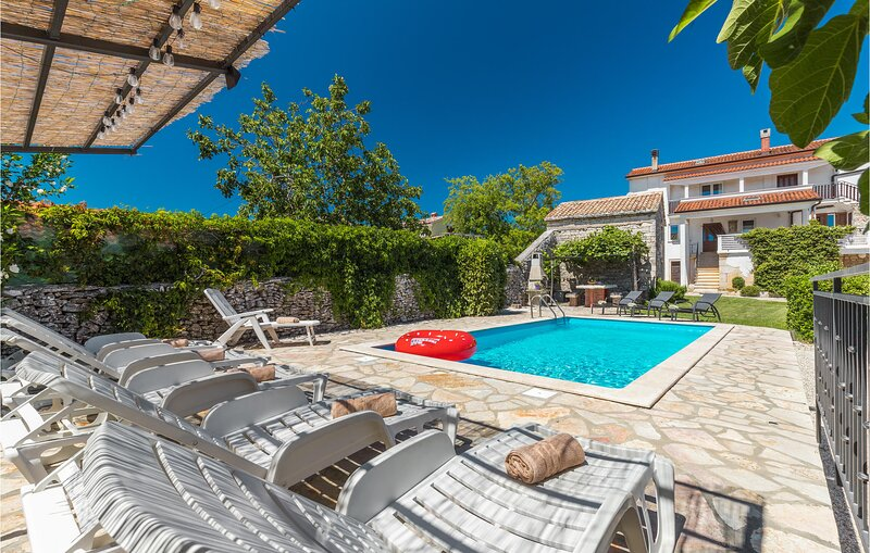Stunning home in Zminj with WiFi and 5 Bedrooms (CIL819), holiday rental in Prkacini